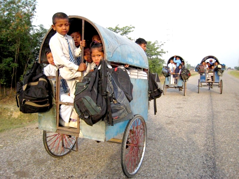 Nepal: Interessanter Schul Kinderwagen